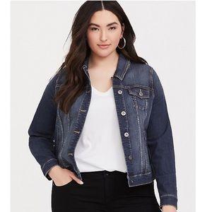 Torrid medium wash denim / jean jacket size 3 EUC.
